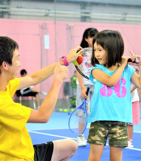 【インターン情報】30000人がプレーするテニススクールの市場分析&広報戦略策定を担う!
